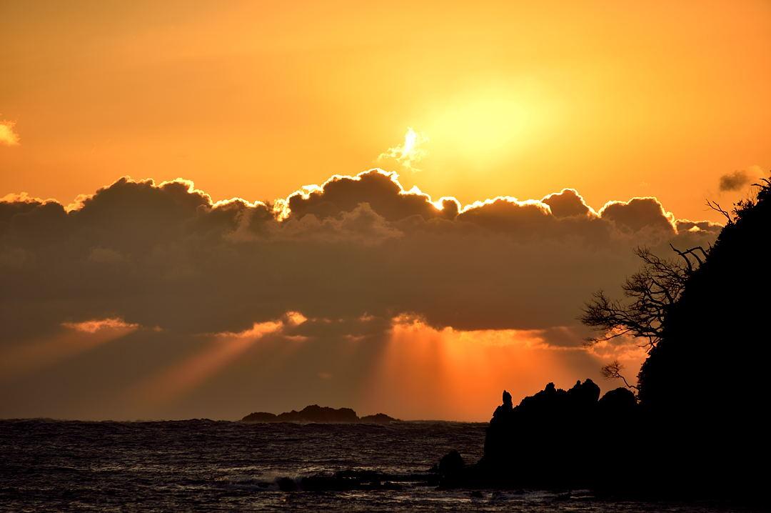 【06:58】 雲間からの朝日