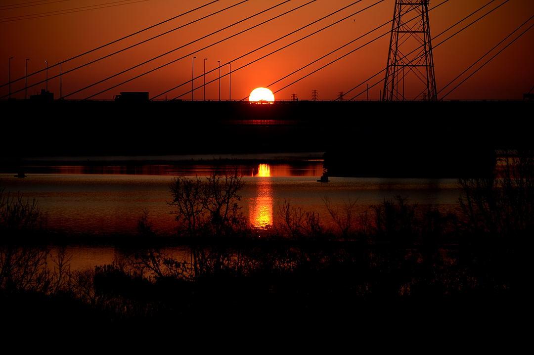 【06:57】 彩湖に映る、初日