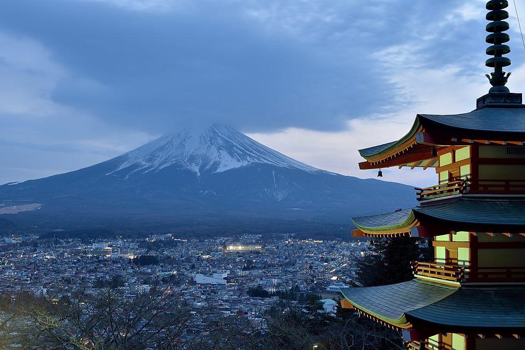 17:25 五重塔と富士山