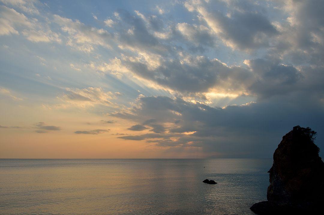 16:52 雲間からの陽