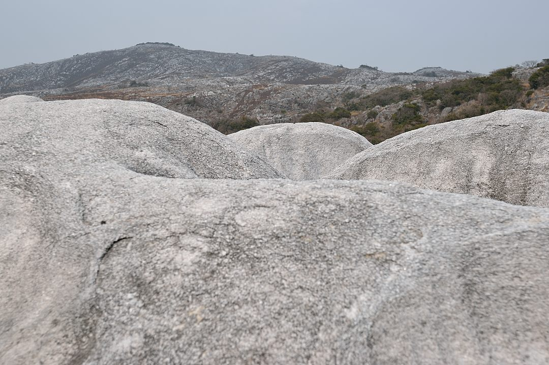 【13:01】 結晶質石灰岩が広がる