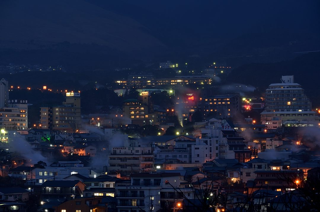 【18:37】 別府温泉の夜景