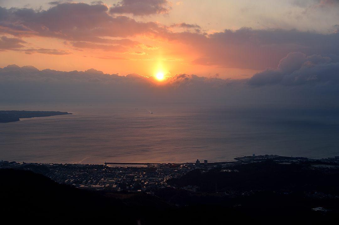【06:27】 別府湾から昇った朝日
