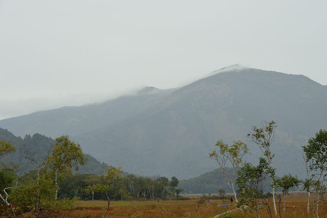 雨雲が架かる至仏山【14:48】