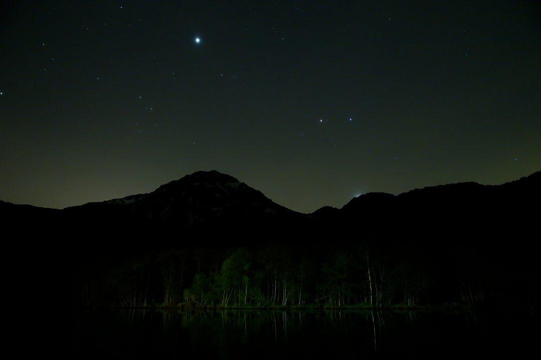 【20:54】 丁度、金星が山の陰に入りました