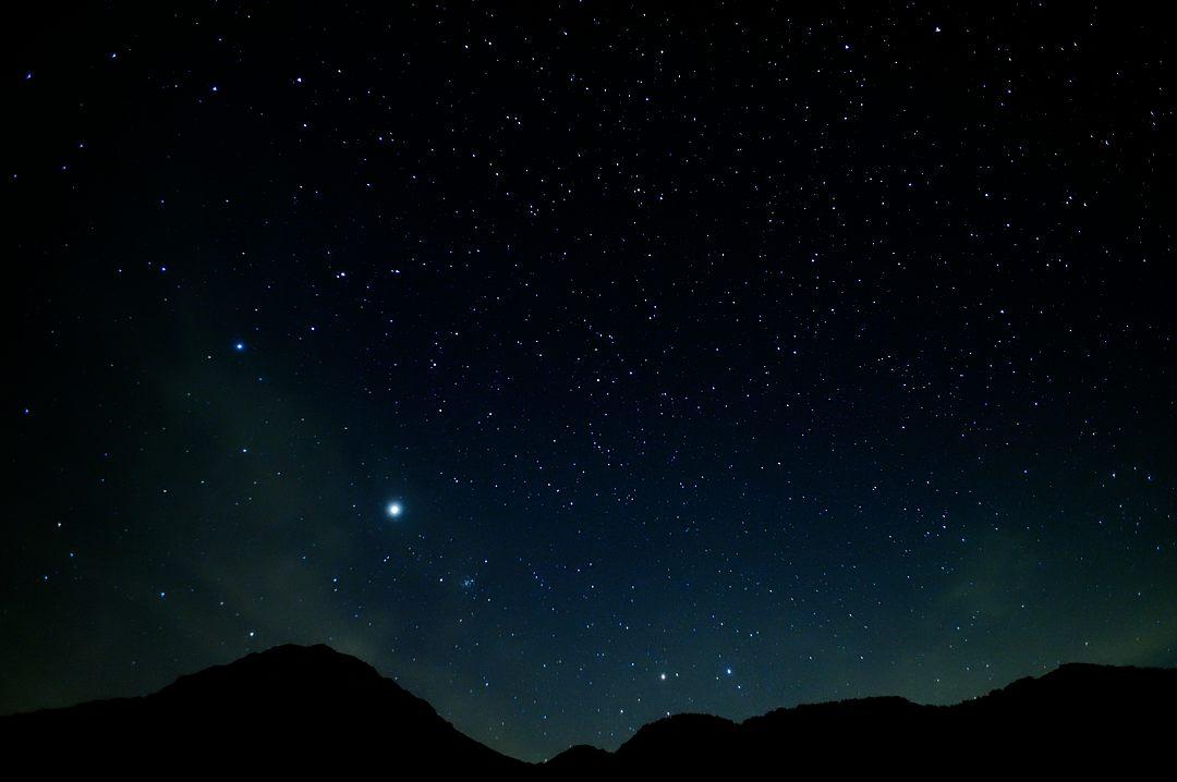 【21:43】 焼岳方面、ひと際明るいのは、木星