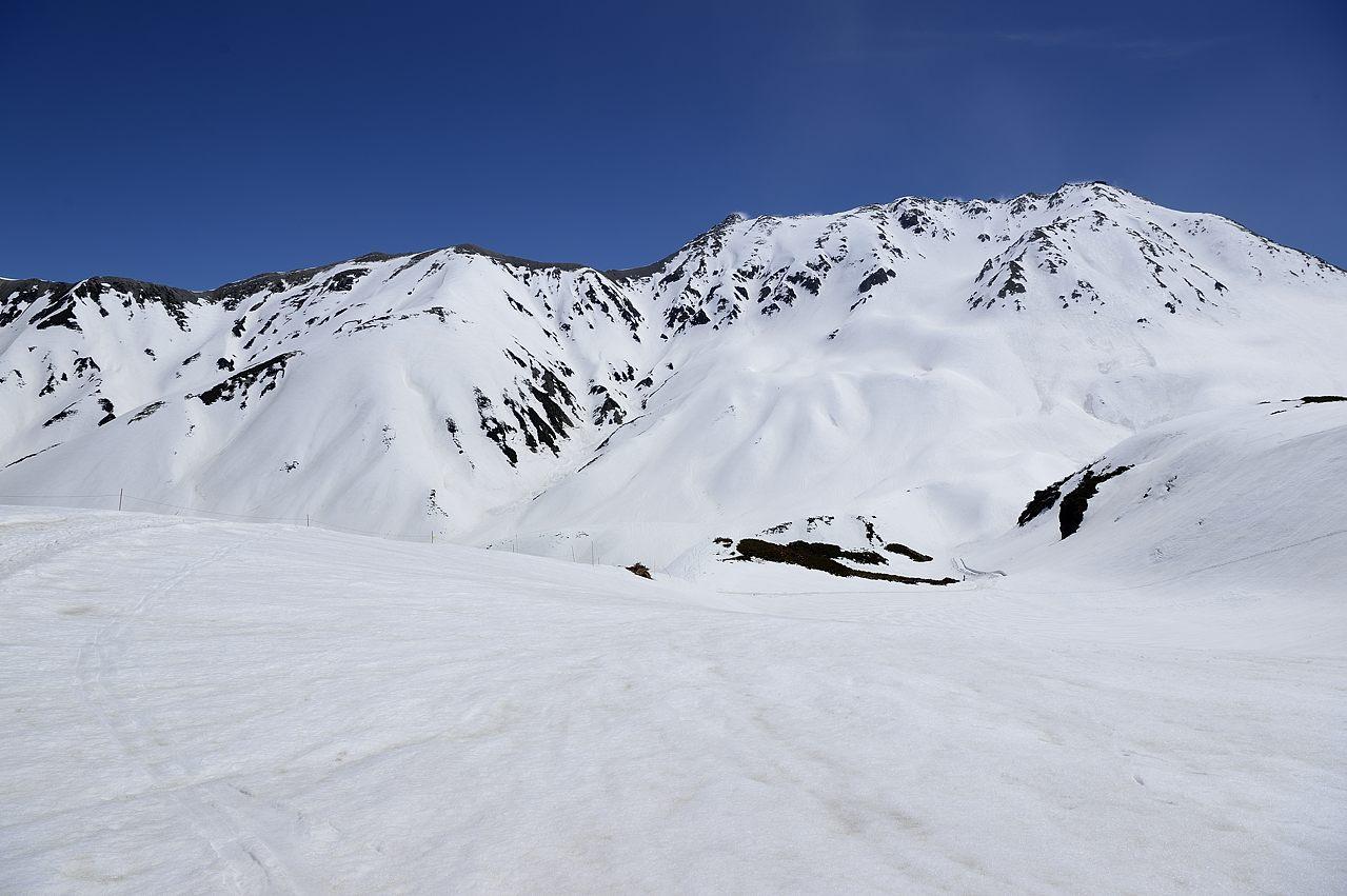 右・立山三山 中・真砂岳 左・別山