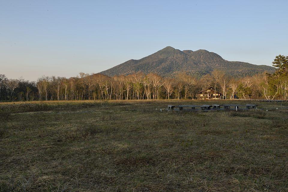 夕陽に照らされる燧ケ岳