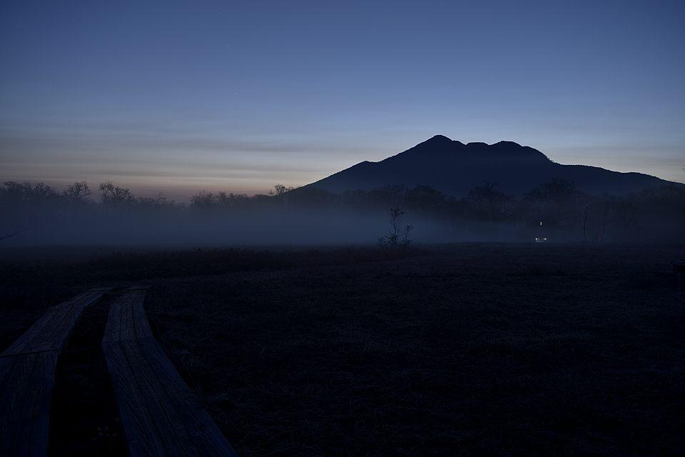【03:44】 燧ケ岳のシルエット