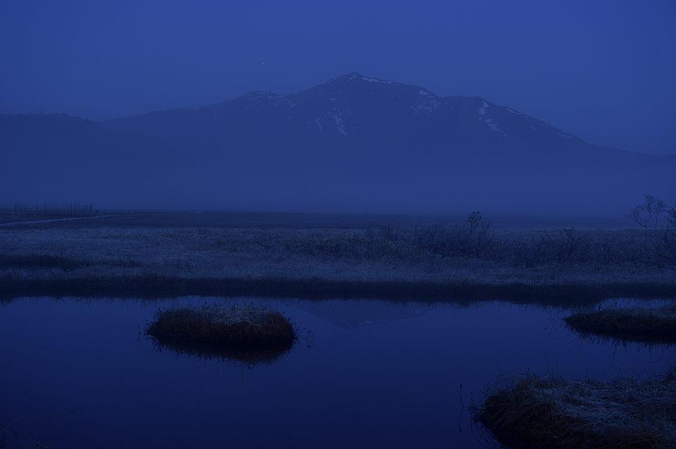 【04:05】 霞む至仏山
