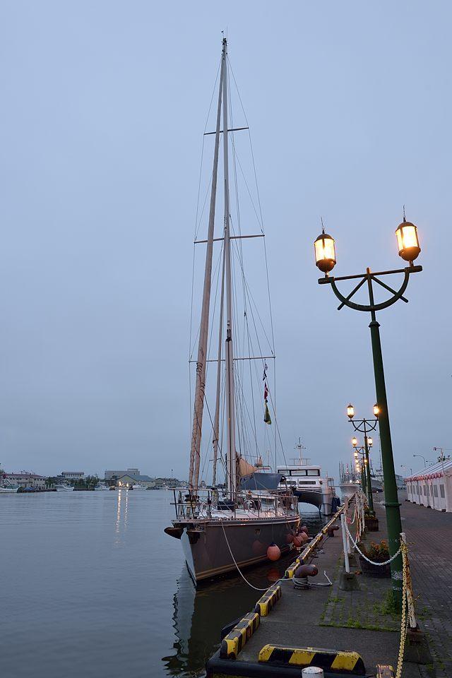 【04:02】 係留のヨット