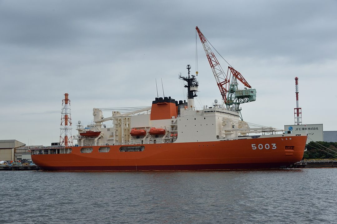 南極観測船・しらせ
