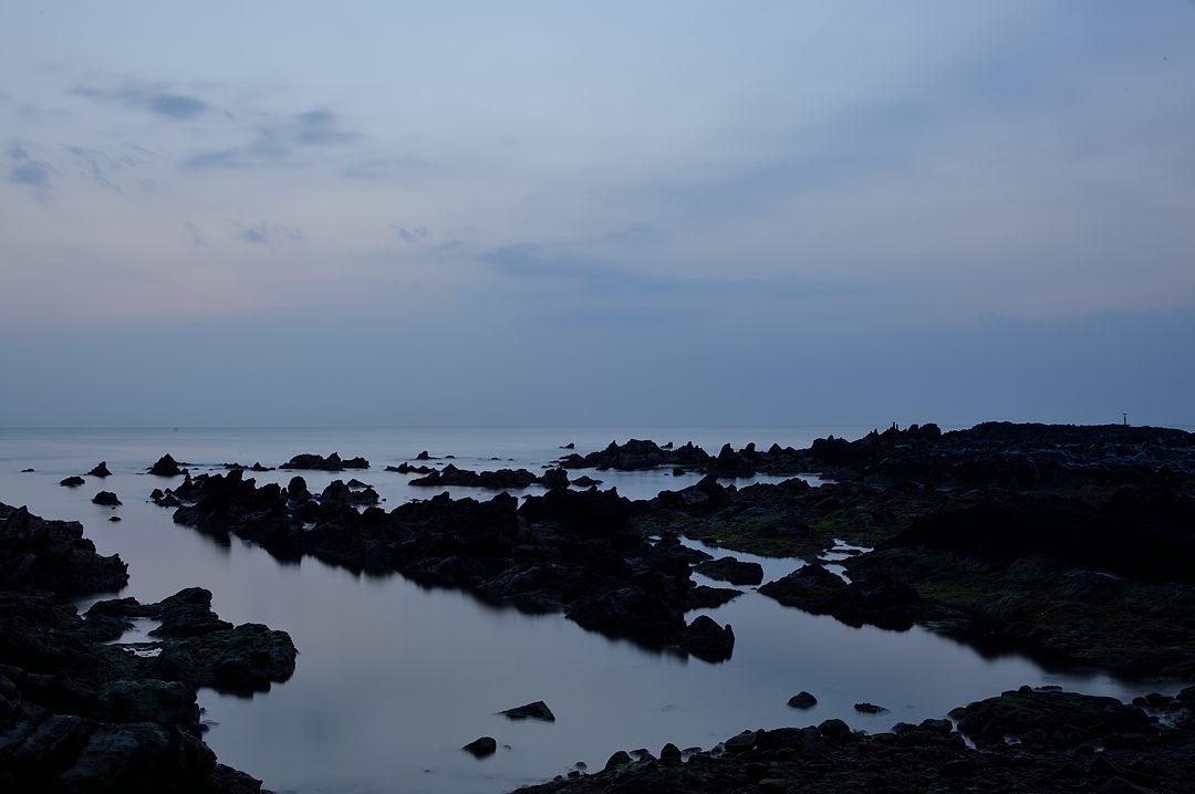 日没後の穏やかな海