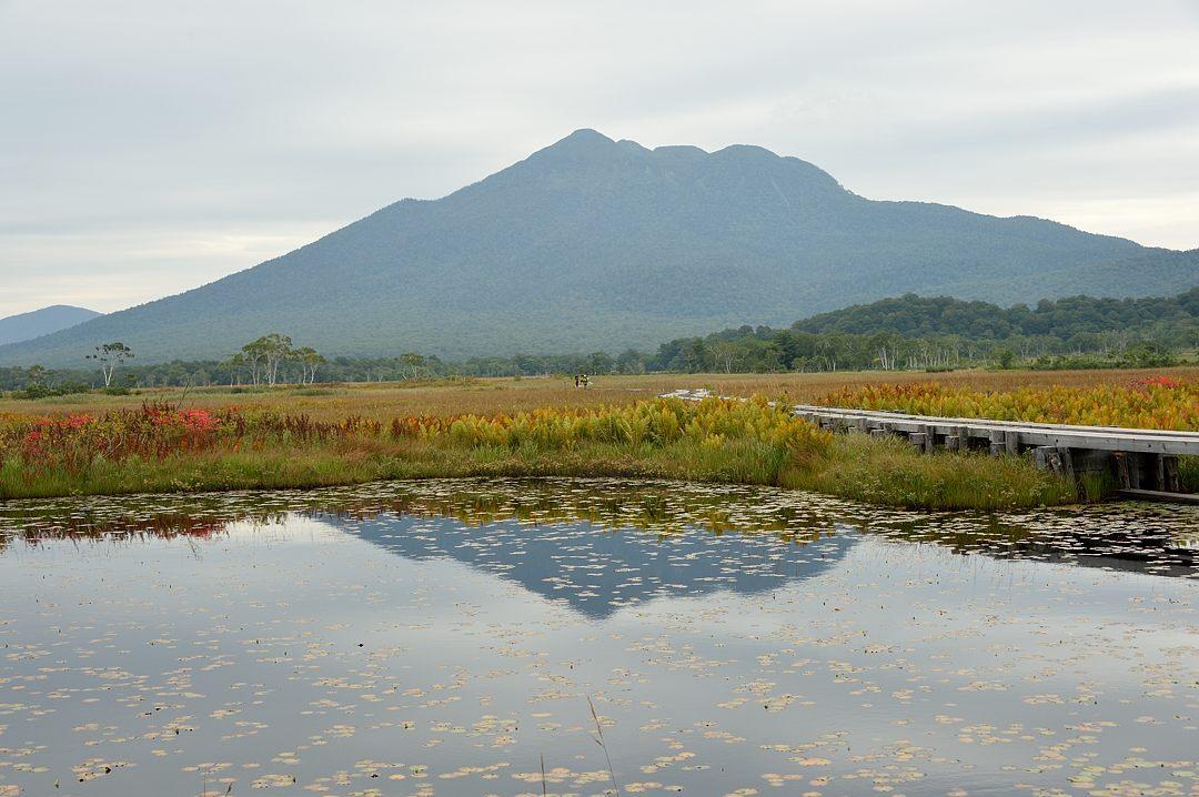 燧ケ岳を映す池塘