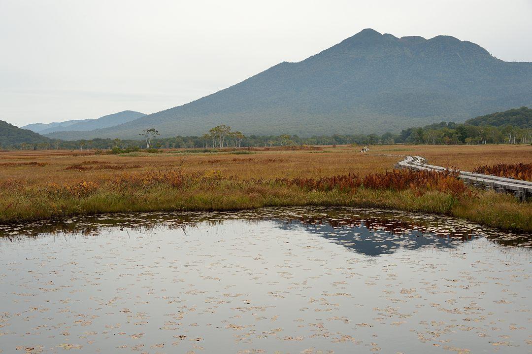 左遠方に会津駒ケ岳が見えています