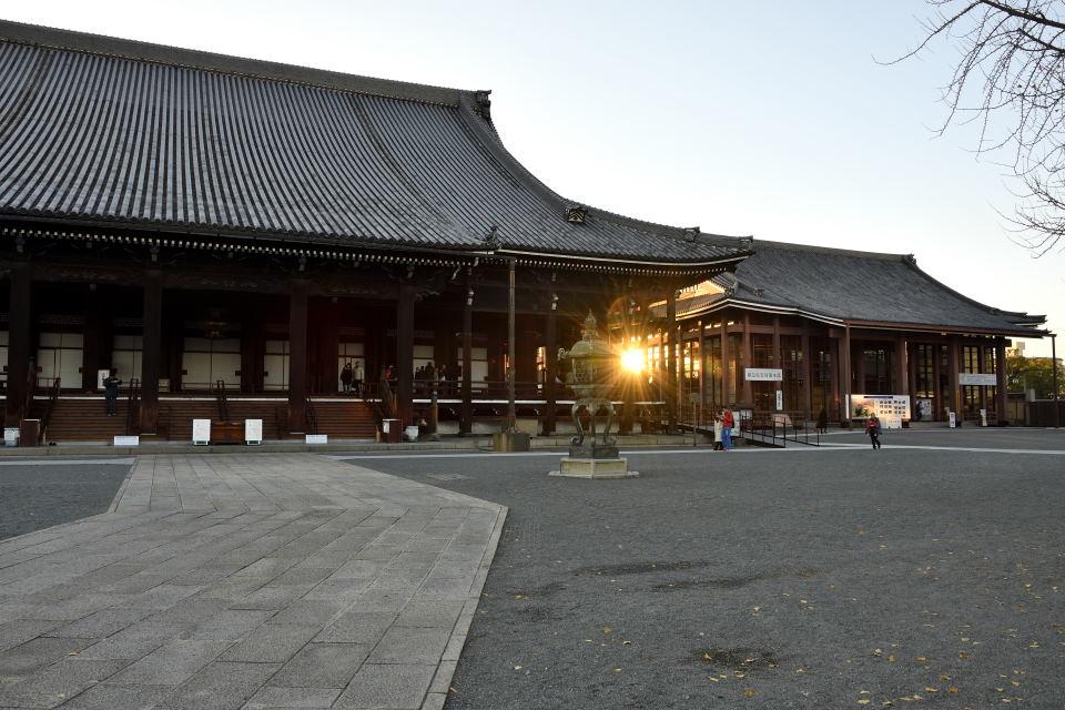 夕陽と阿弥陀堂
