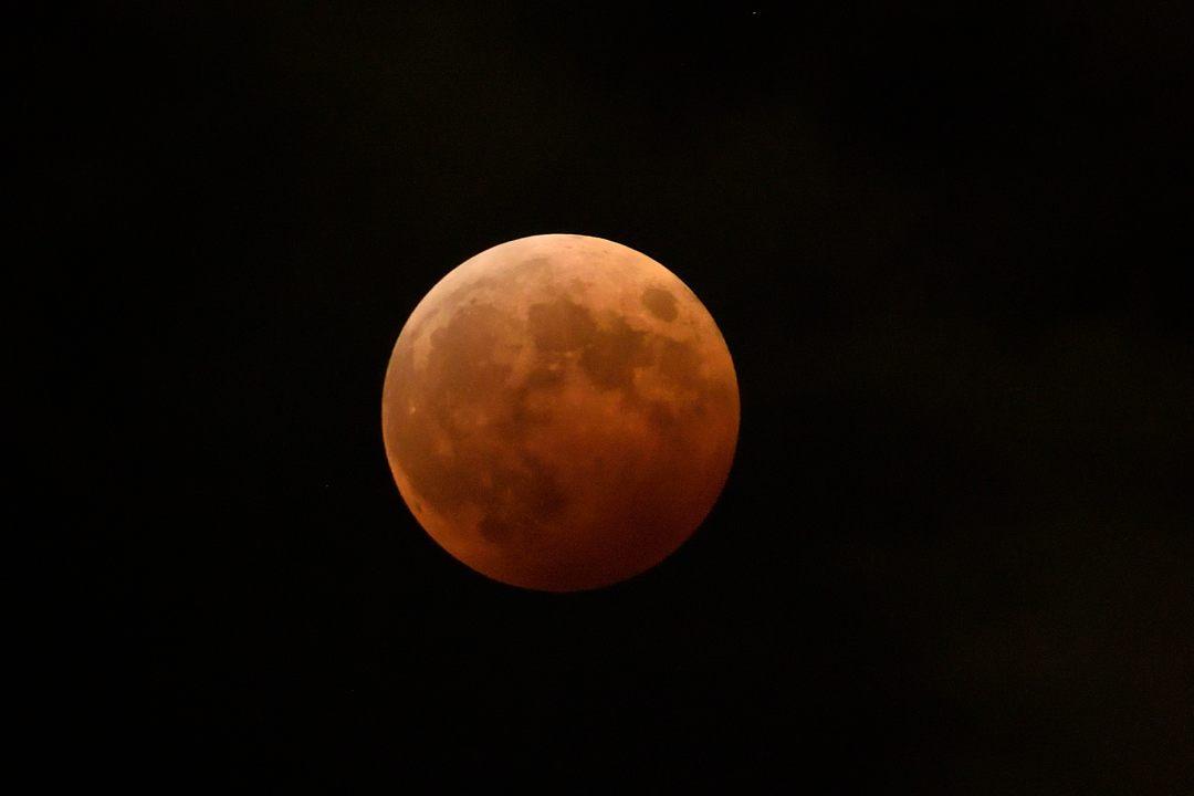 【19:44】皆既月食の最大