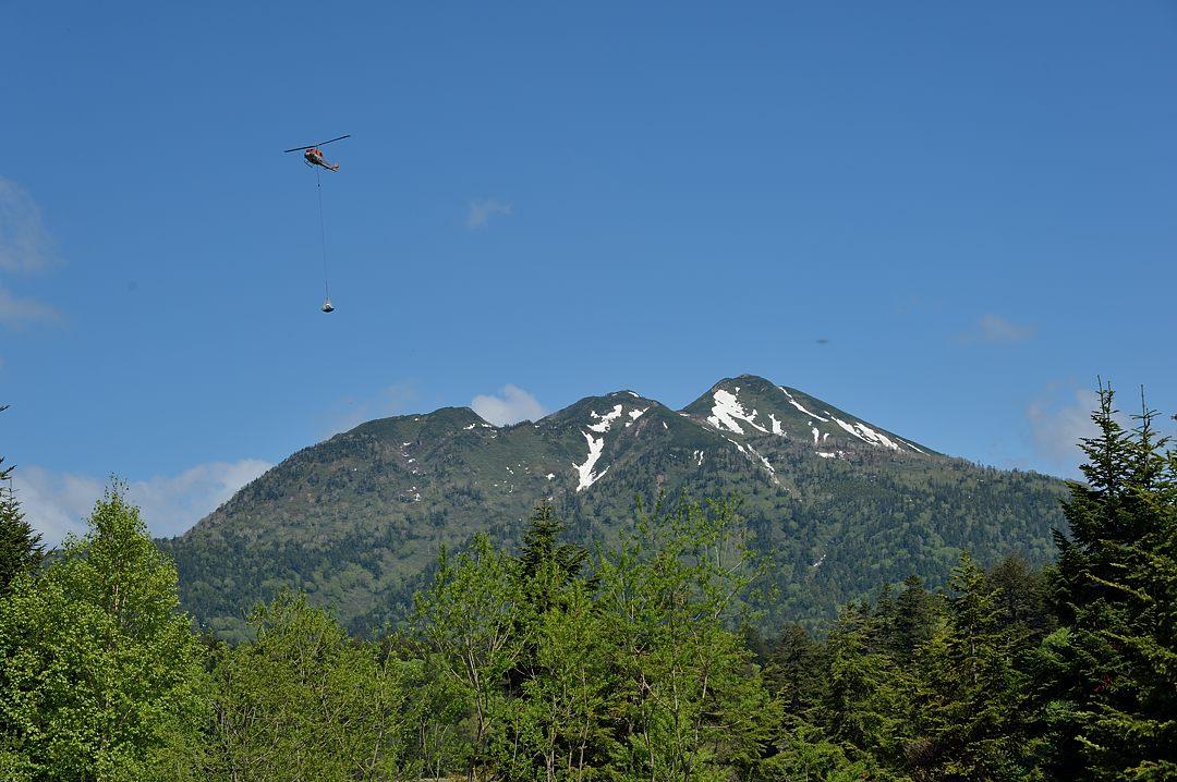 燧ケ岳上空に現れたヘリコプター