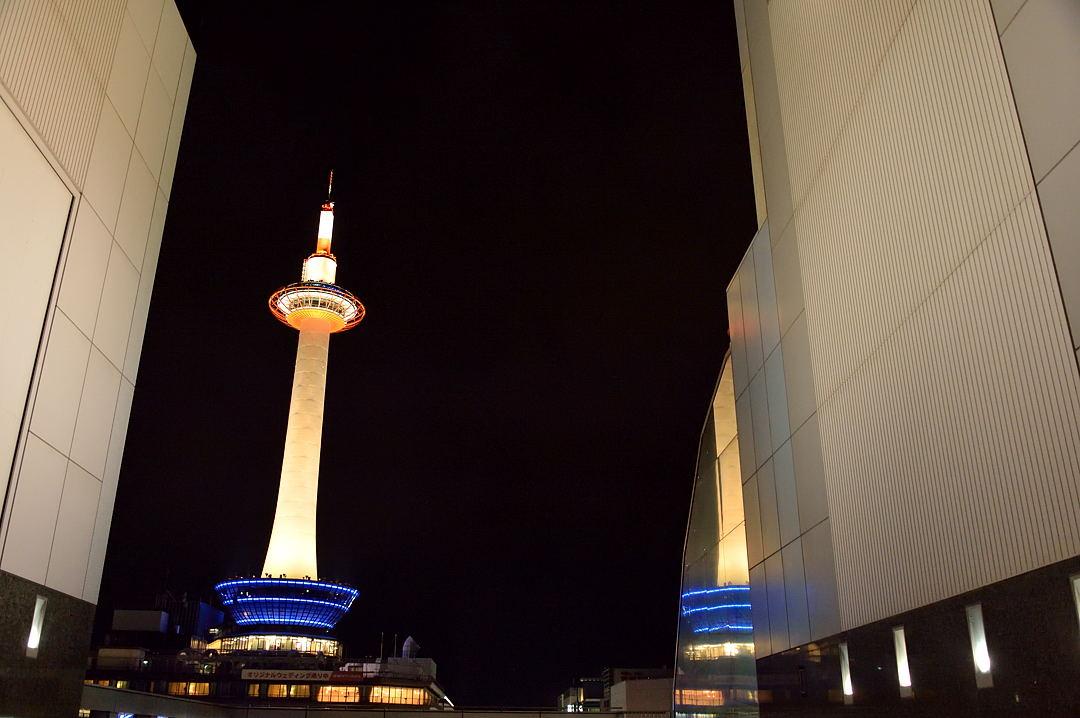 ライトアップの京都タワー
