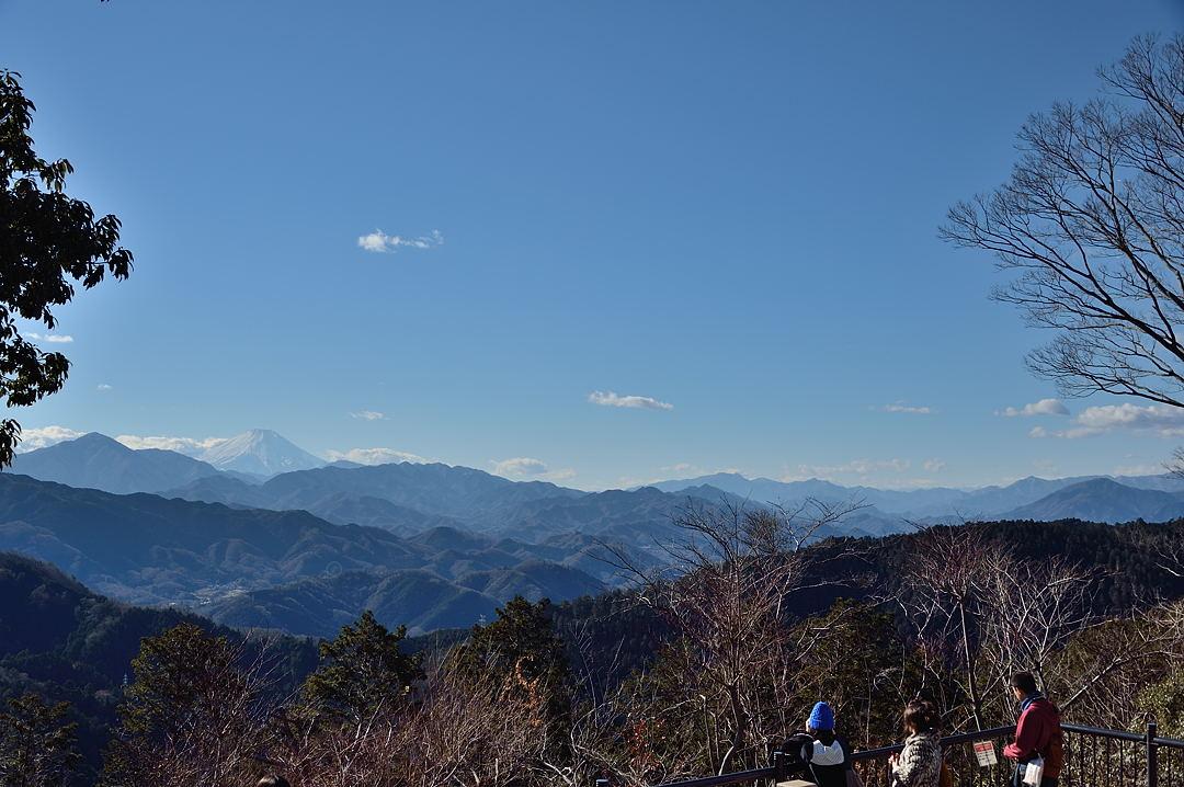 【13:07】 到着時、高尾山頂からの展望