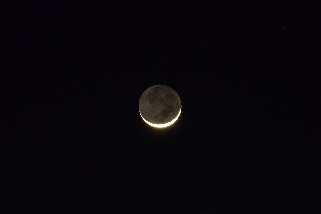 18:35 地球照