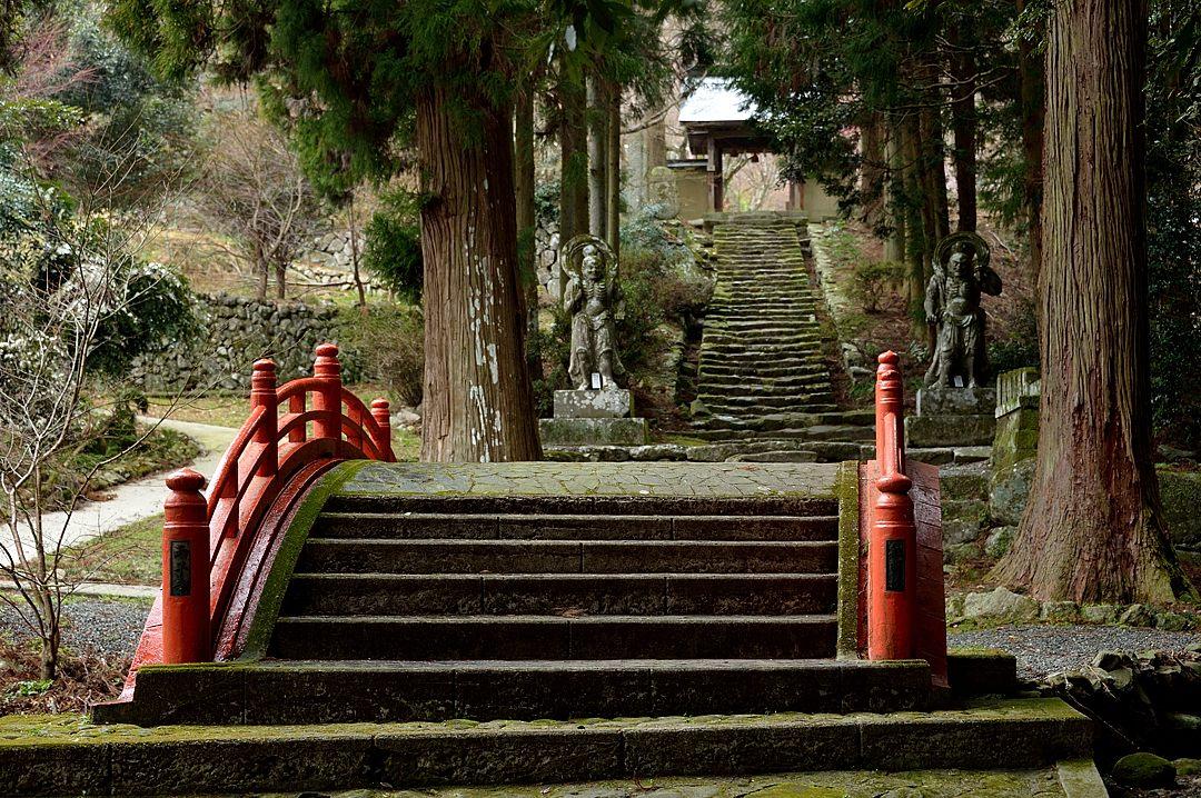 【14:42】 赤い橋と参道