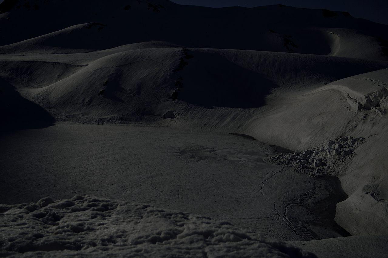 月光に浮ぶミクリガ池