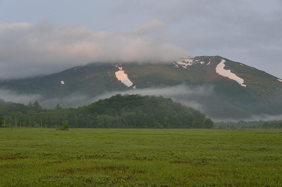 【04:49】至仏山に陽が当たっています