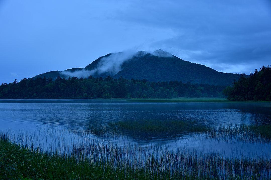 小雨が降っていますが燧ケ岳は見えています