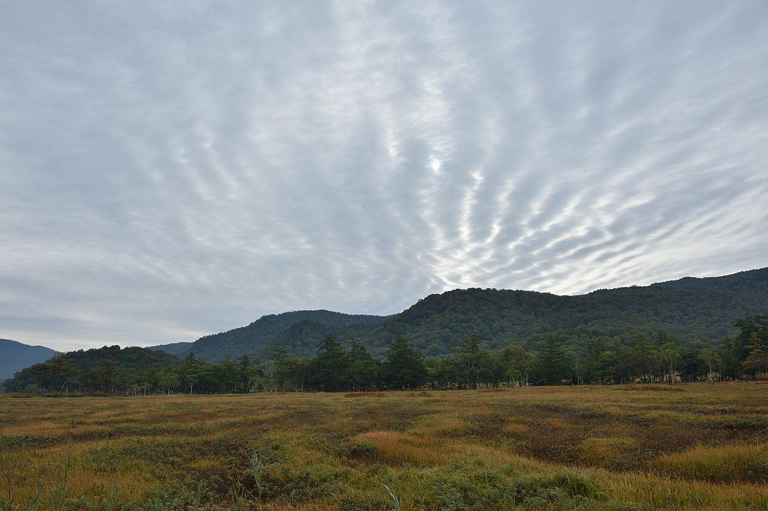雲が縞模様を作っています