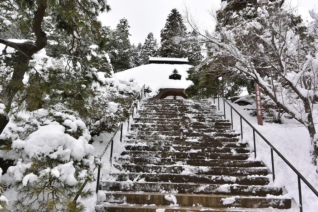 常楽寺・本堂への階段