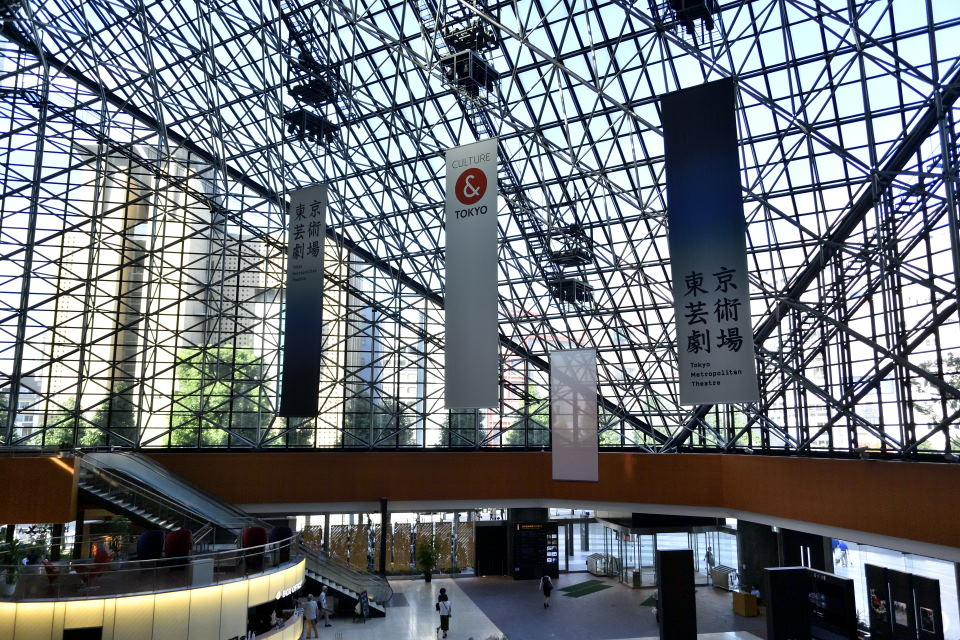 東京芸術劇場エントランスホール